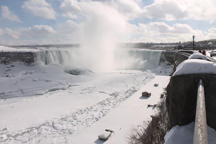 Spectacular Fallsview Modern House - Niagara Falls - Rumah