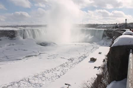 Spectacular Fallsview Modern House - Niagara Falls