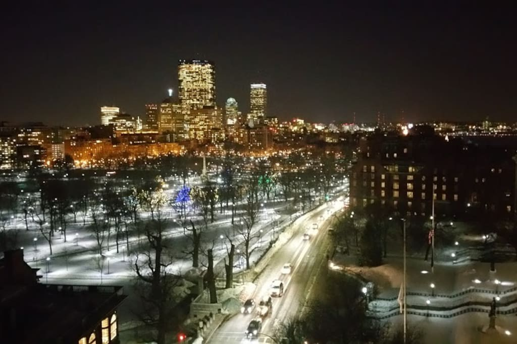 Spectacular night views of Beacon Hill, Boston Common and Back Bay from  Rooftop
