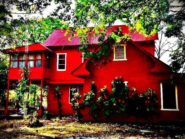 Casa Quinta de esparcimiento antigua tipo vintage