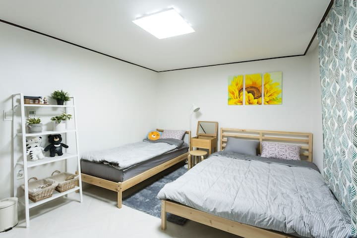 Sunflower's #1[New/2Rooms/DMC/Hongdae/Super Neat]