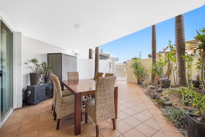 Beachside Unit with Private Courtyard
