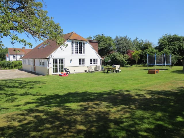 Idyllic House in Canterbury - 켄트(Kent)