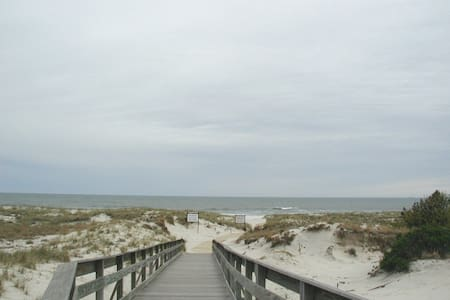 Furnished Studio Apartment on Beach - Lido Beach