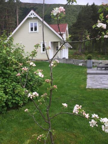 Flott frittstående leilighet Barstadvik