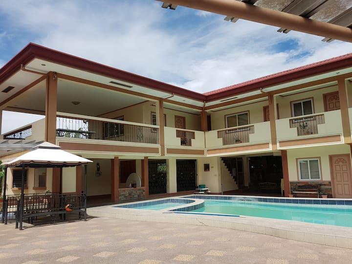 Villa Victoria Hot Spring Resort Pool Laguna