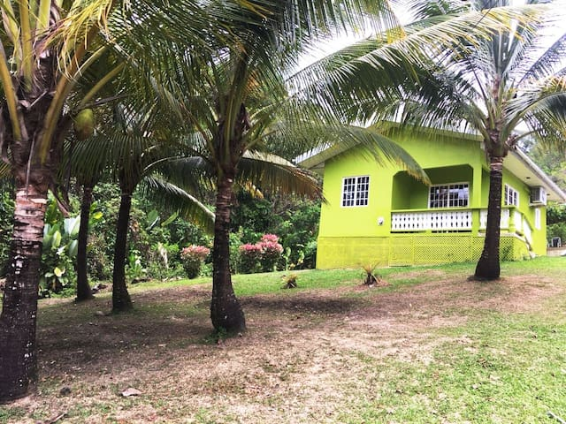 Nature Lovers Cottage near Private Beach