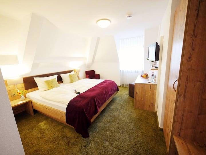 Kreuz-Post Hotel-Restaurant Spa, (Vogtsburg-Burkheim), Doppelzimmer Klassik mit Dusche und WC
