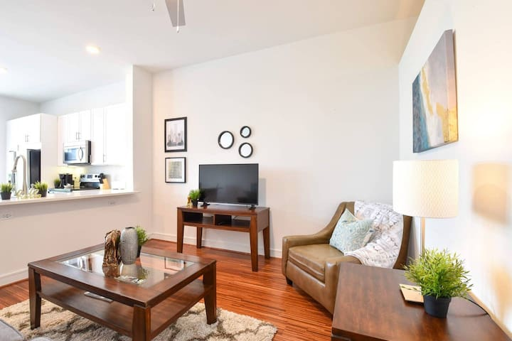 Airy + Bright 1br Loft |  Parking + Pool