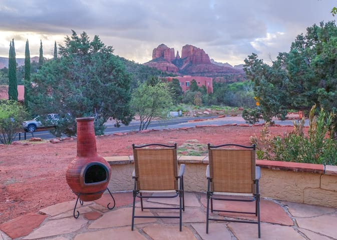Wonder View Grotto: Sedona's best without traffic!