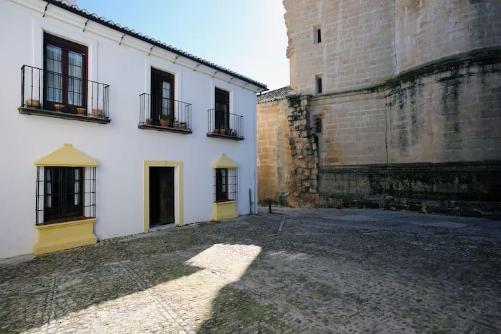 Casa en centro histórico y parking - Ronda - House