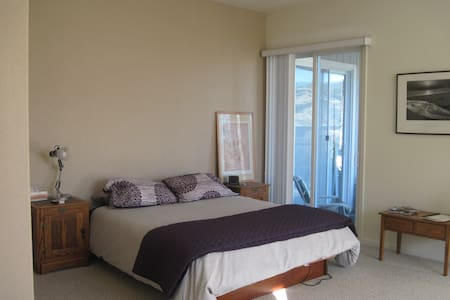Ride, Wine and Dine - Cloverdale - House