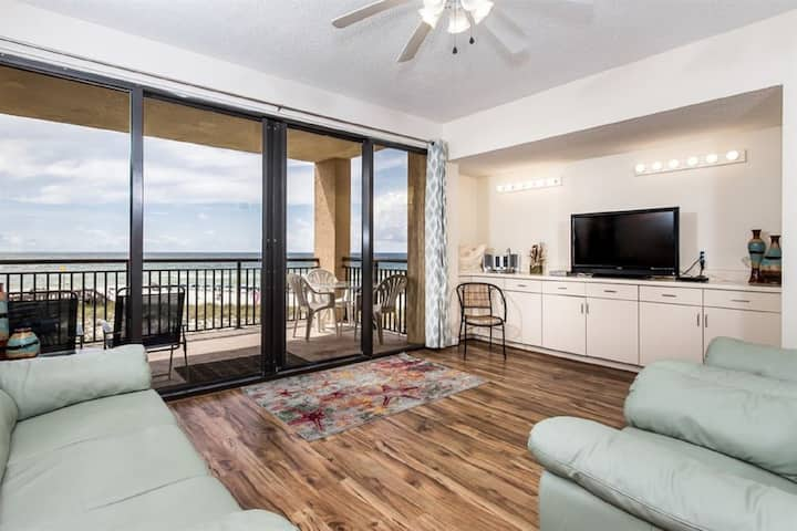 Spacious Condo Located directly on Navarre Beach