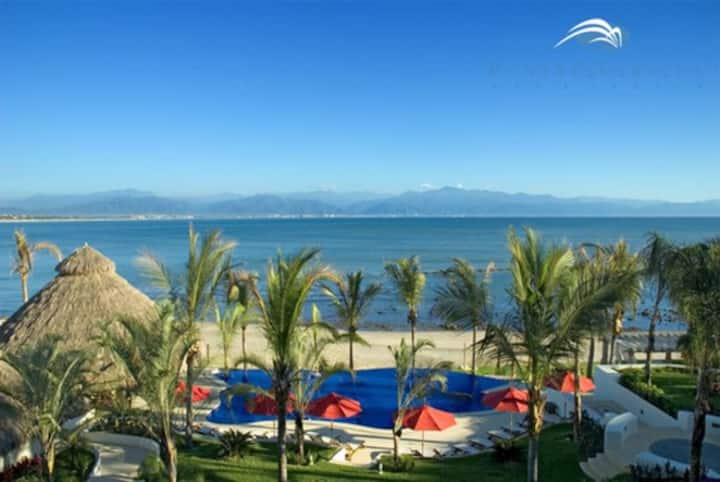 Beachfront Resort, Multiple Pools, Sleeps 8-10