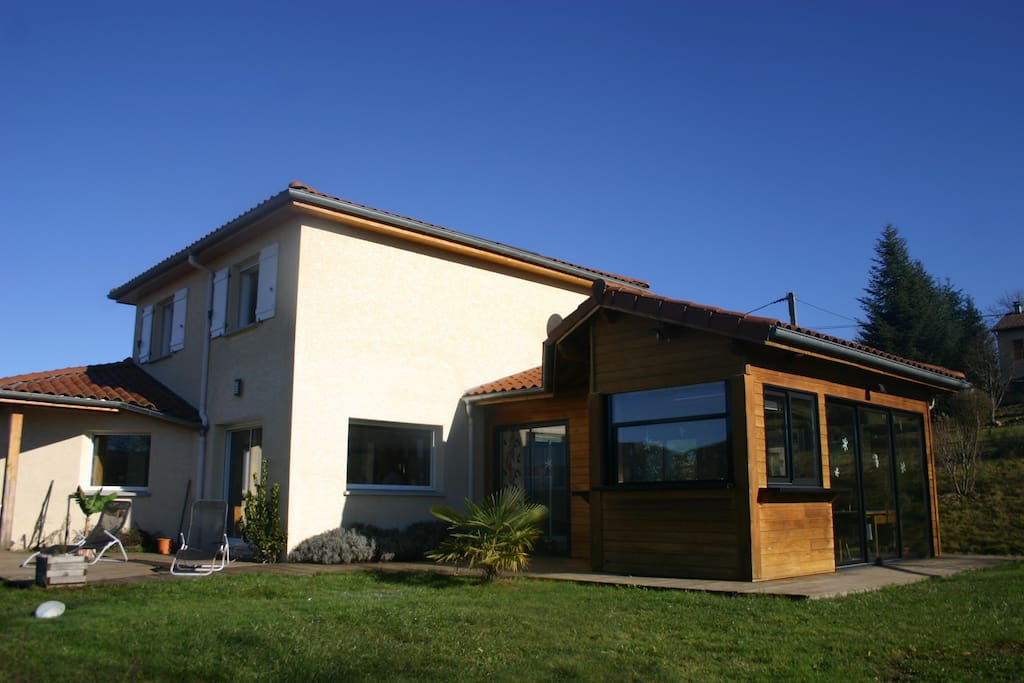 Maison bord de loire sud auvergne houses for rent in for A la maison translation