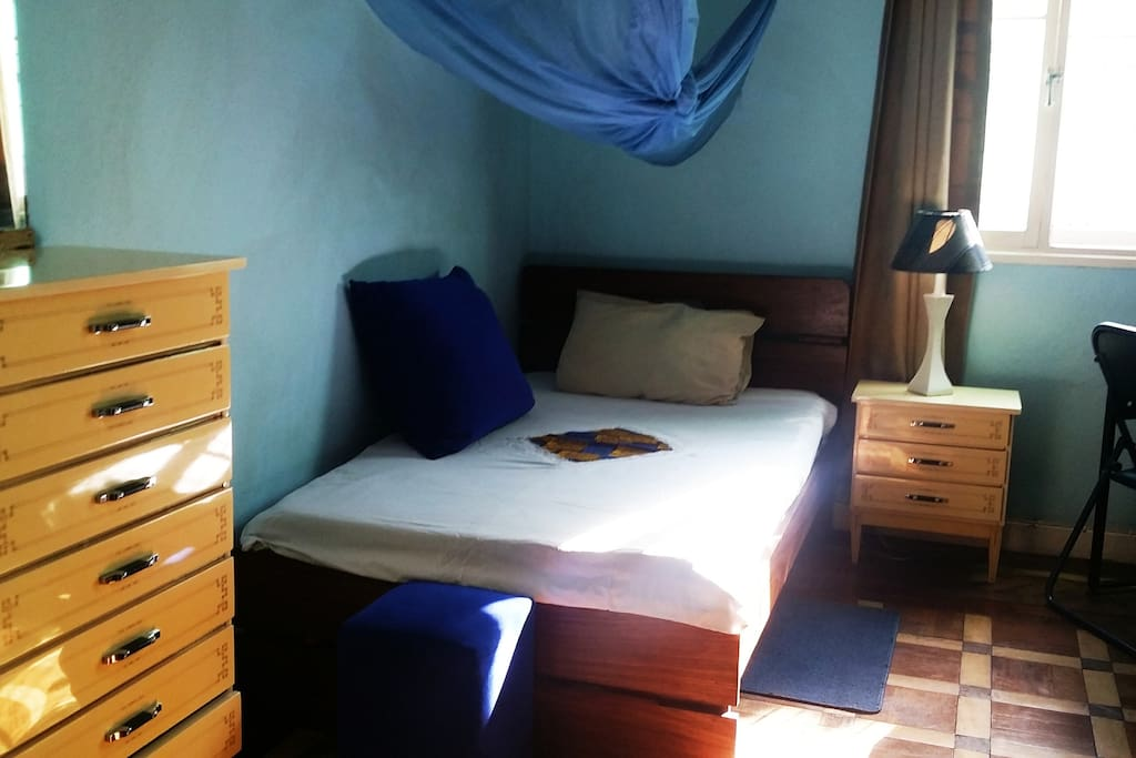 Room with 3/4 bed