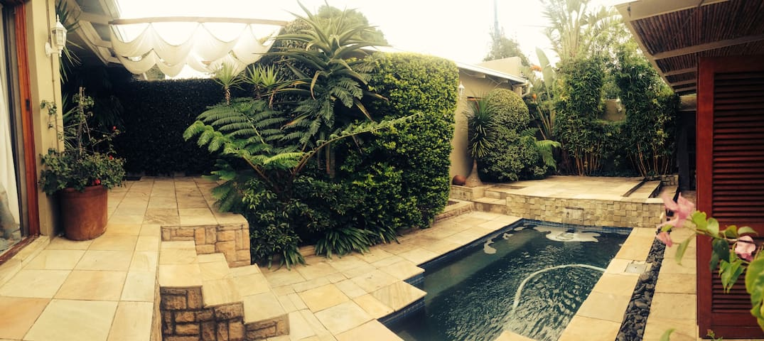 Private Poolside Room - Johannesburg - Haus
