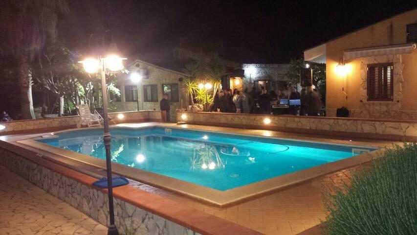 Villa con piscina interamente arredata - Sicilia, IT - Bed & Breakfast