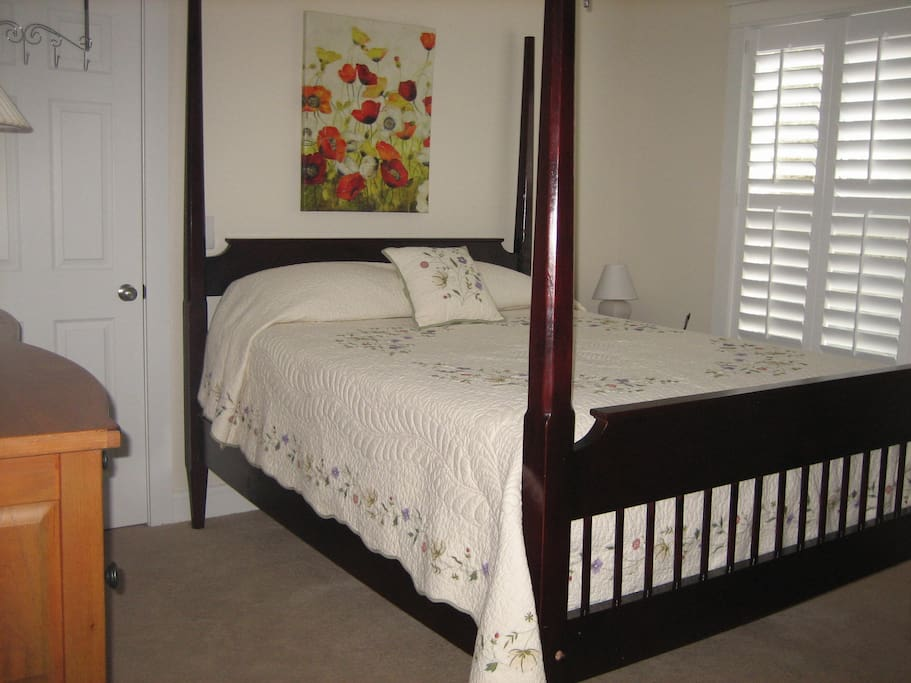 Comfortable queen bed, dresser & closet