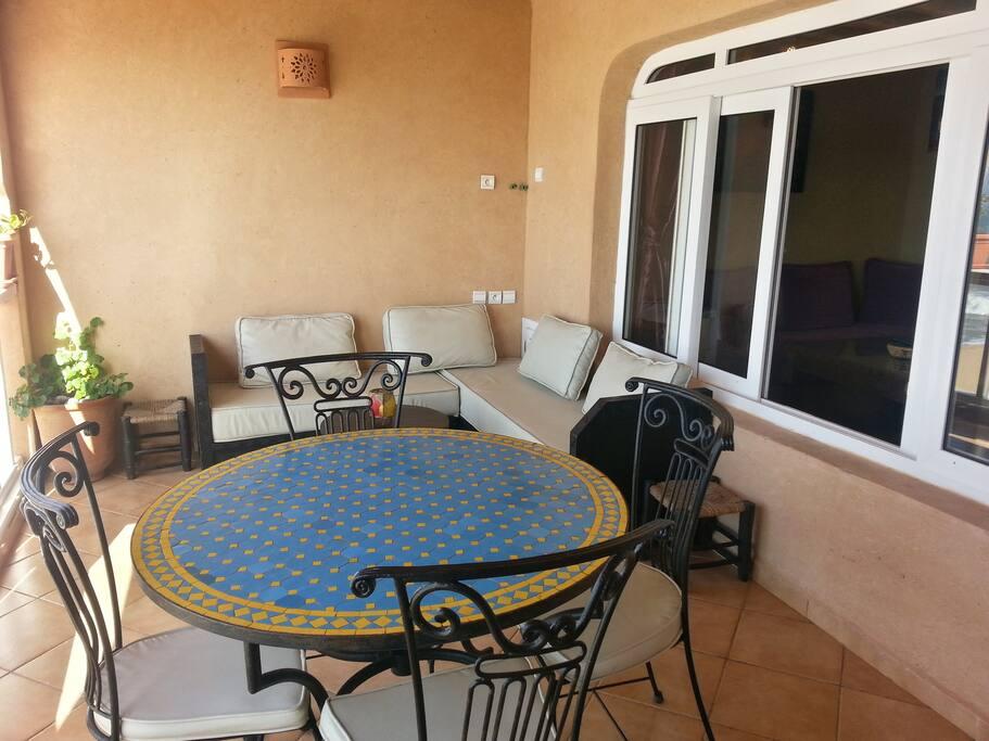 Votre terrasse privée avec canapés / Your private terrace with sofas