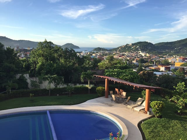 Zihuatanejo, Condo with great view to Bahia!