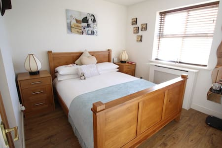 Peaceful Double Rm w/ own bathroom! - Croxley Green,