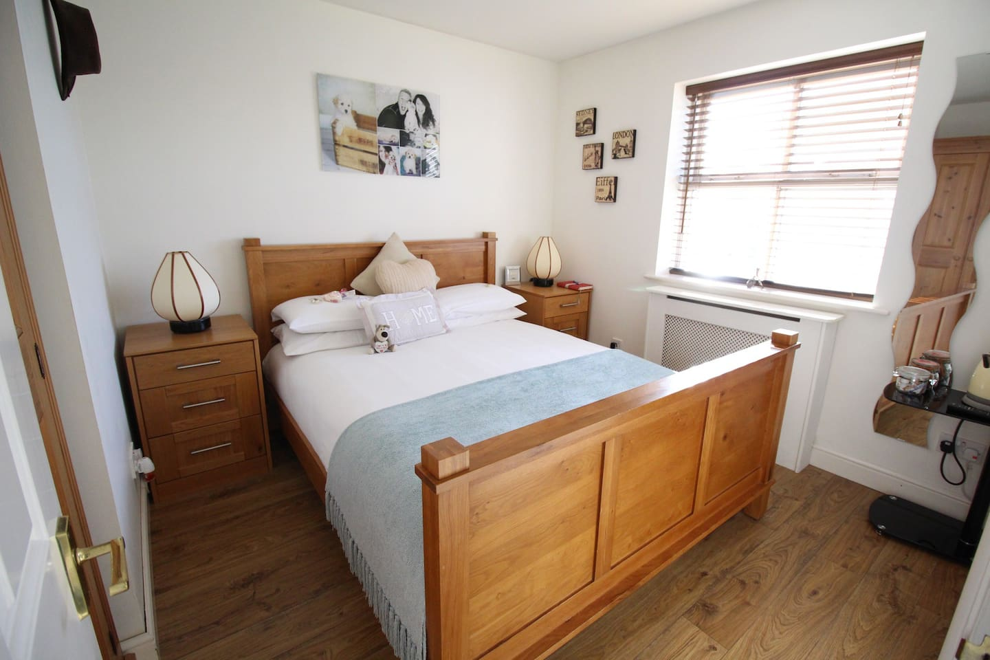 Gorgeous light and bright double room with King size bed and tv.