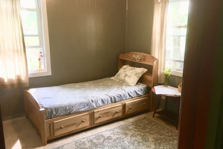 The Gray Room (no fees for cleaning)