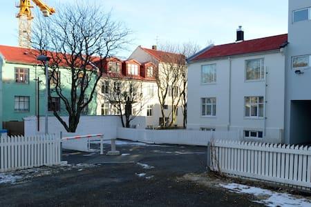 Flory's Place - H101 - Reykjavik - Casa