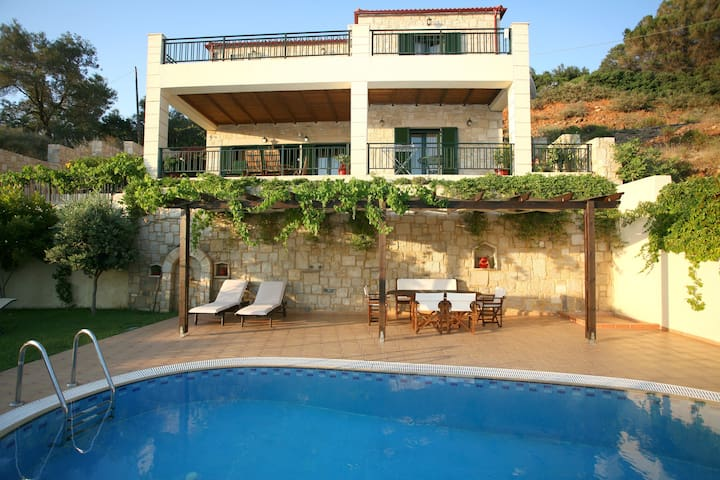 Antonia a luxury villa with pool - Kissamos
