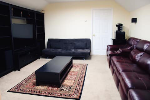 COZY PRIVATE APARTMENT NEXT TO BRADLEY AIRPORT