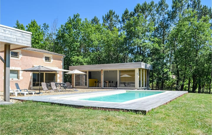 Amazing home in , Saint Rémy with Outdoor swimming pool, WiFi and Outdoor swimming pool
