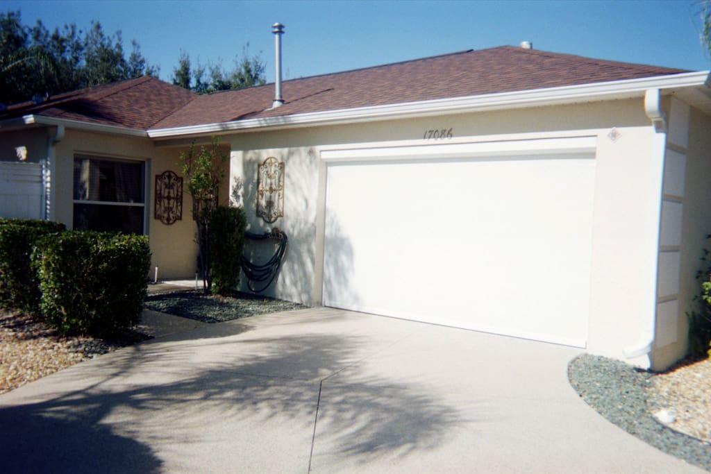 Villa harmony villas for rent in the villages florida for Golf cart garage door