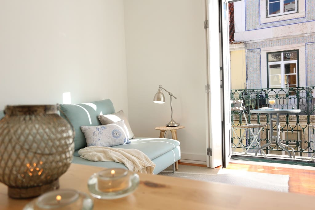 Apartment 1 - Enjoy your breakfast on the living room french balcony and breathe the history of Lisbon