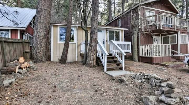 Cozy Cabin! Minutes from Lake Gregory