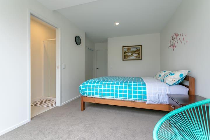 Orewa beach family apartment