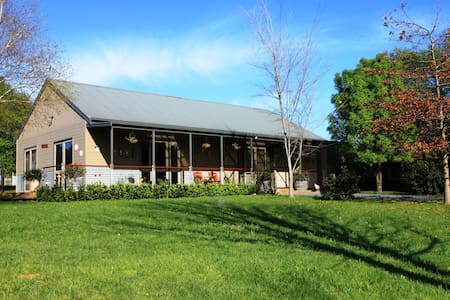 Farm Stay in heart of Wine Country - Rowella