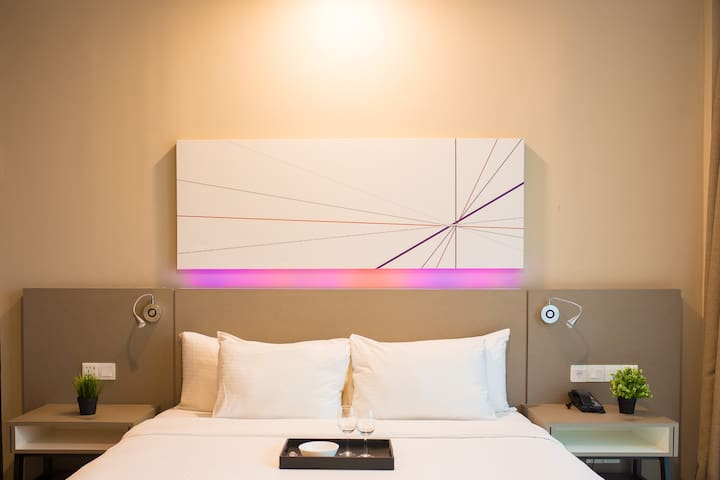 WIFI/ASTRO Hotel King Suites Near MRT/1U 4 star