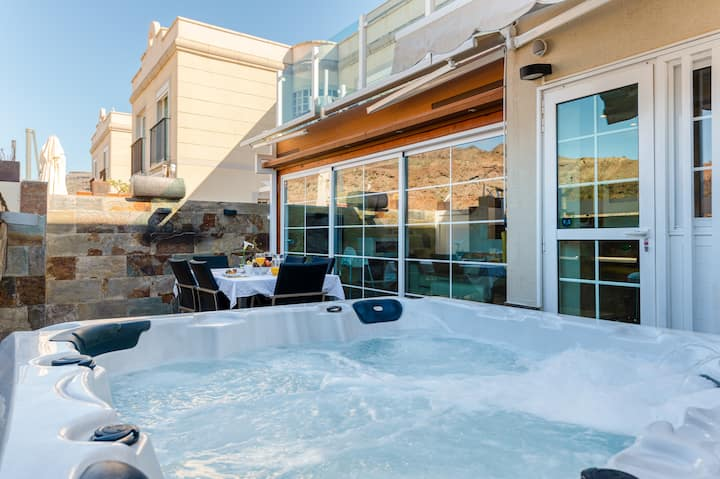 Luxury Apartment With Jacuzzi and Pool Access.