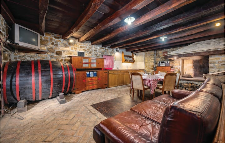 Stunning home in Marcenagla with WiFi and 2 Bedrooms