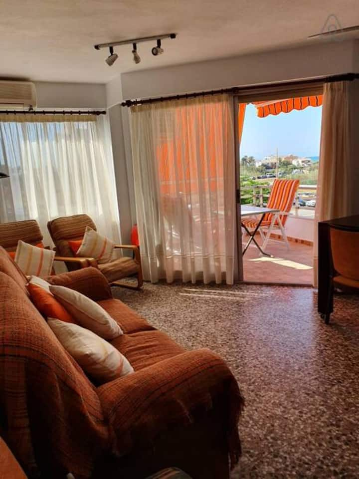 Beautiful AC Parking Apartment in the Playa del Perellonet