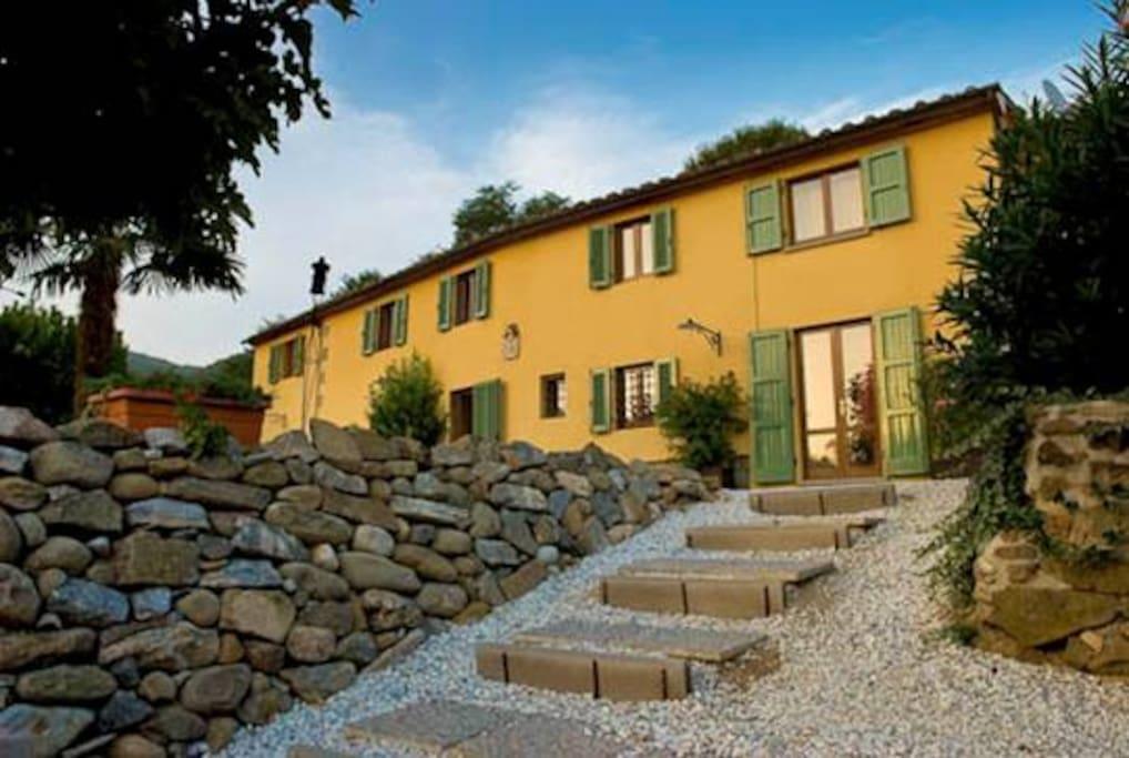 villa lucca terme montagna e mare villas for rent in borgo a buggiano toscana italy. Black Bedroom Furniture Sets. Home Design Ideas