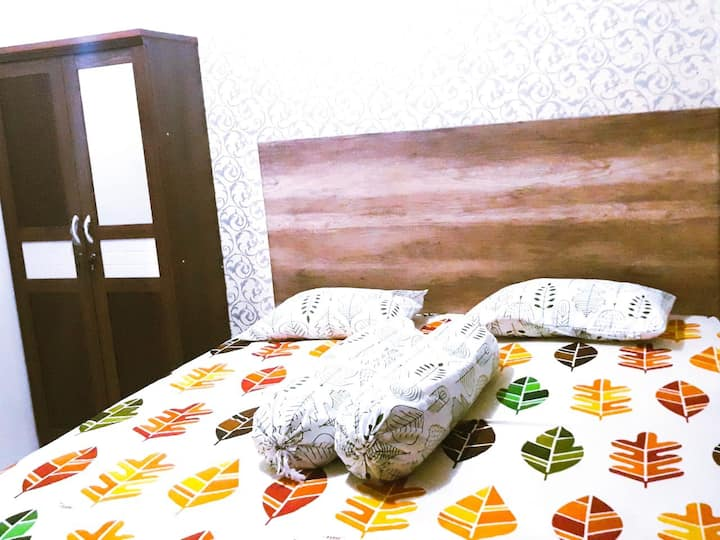 Cozy Home Stay near UI for family and backpacker
