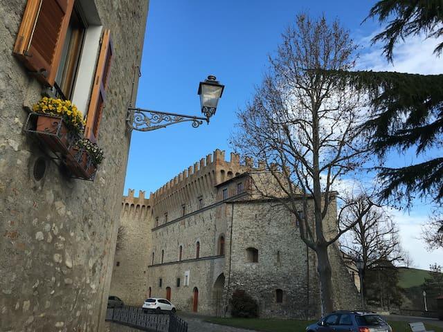 Casa del '400 in borgo medioevale - Piandimeleto - Ev