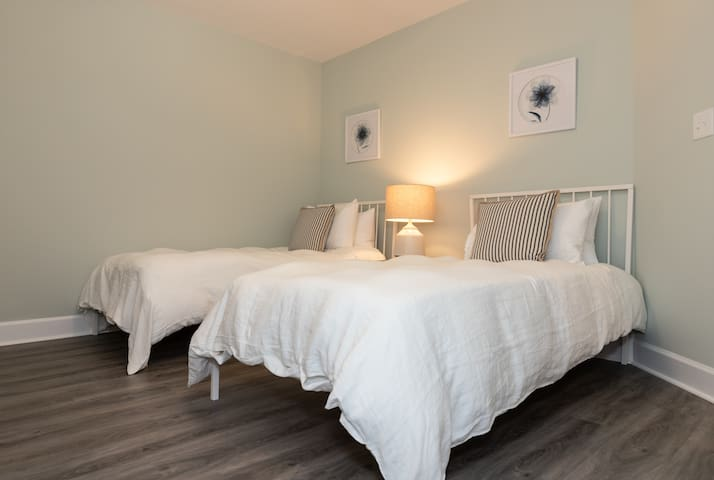 Guest Room with 2 twins