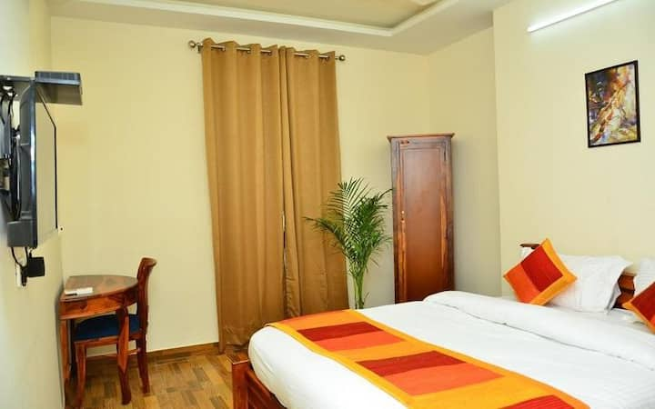 Exclusive stay at Deluxe facility with accomodation only @ JAWAHAR CIRCLE, Jaipur