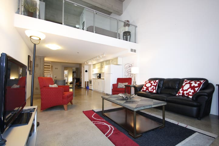 Gorgeous loft Down Town condo Heated Parking - Saskatoon - Wohnung
