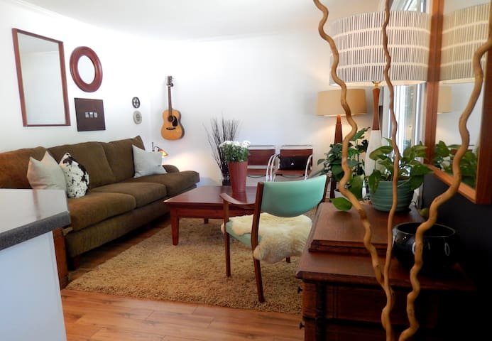 Comfy-Cozy Home Near Downtown Collingwood