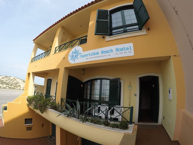 Supertubos Beach Hostel - Twin room