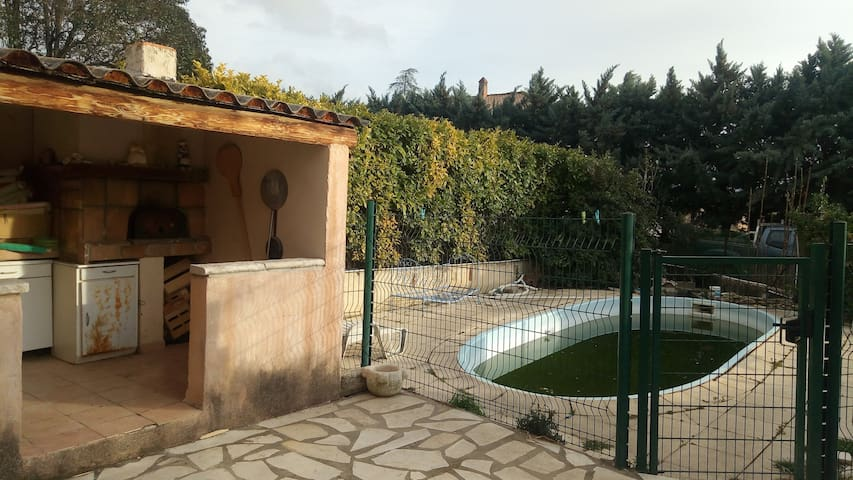 Flassan; maison avec piscine